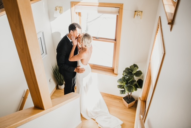 bride and groom kissing in foyer